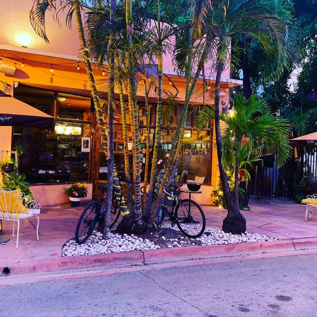 """Restaurant crêperie """"A la folie"""" situé sur Espagnola Way à Miami Beach"""
